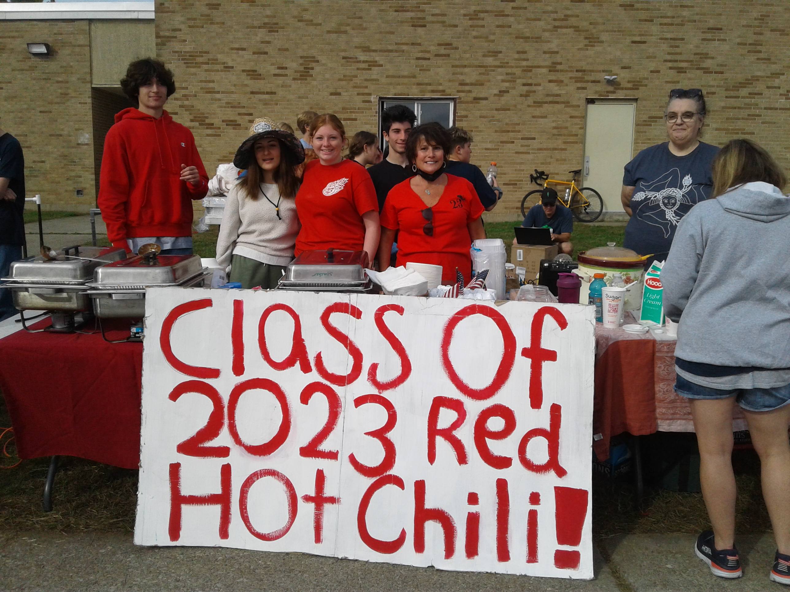 <strong>Members of the Pine Plains Class of 2023 sold hot chili to support their graduating class at the Pine Plains FFA Fall Agricutlure Fair on Saturday, Oct. 9.<em>Photo by Kaitlin Lyle</em></strong>